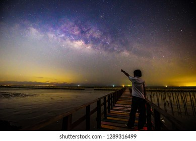 The man standing with milky way / The man point to the milky way