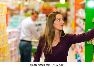 Man in the supermarket looking after a girl he just met shopping there, he is ready to flirt a bit