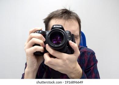 man takes a photo on SLR camera nikon d90, close up