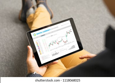 Man trading with digital currencies online