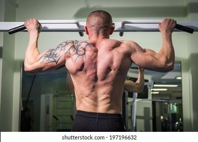 man training on the bar