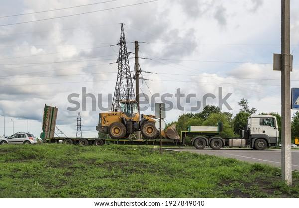 man-truck-transports-sdlg-excavator-600w