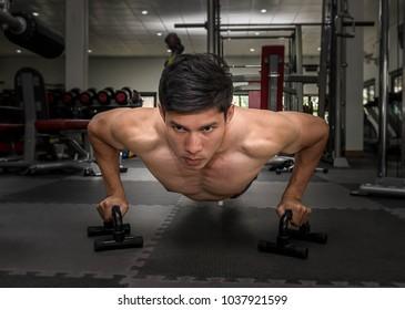 man use bar  push up in gym