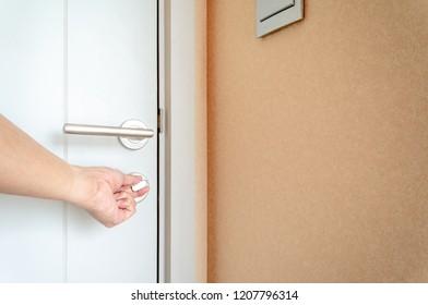 Man use left hand twist deadlock on white door