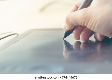 Man using a digital pen in the office.