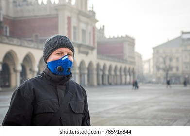 Man using a mask,  protecting himself from smog