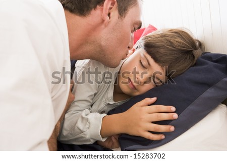 Man Waking Young Boy Bed Kiss Stockfoto Jetzt Bearbeiten 15283702