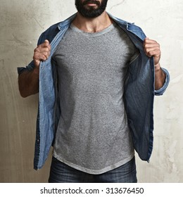 Man wearing blank grey t-shirt
