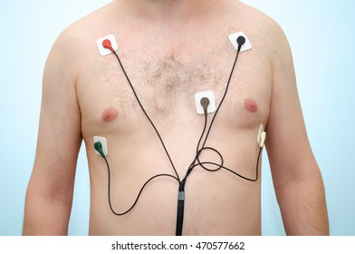 A man wearing holter monitor device