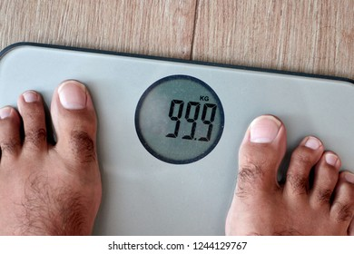 Man weighing himself on a 99 kg scale