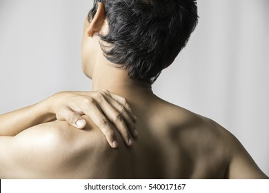 A man who has a shoulder pain