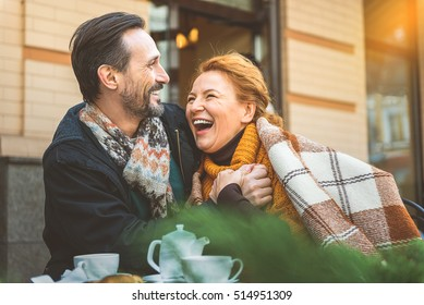 Man and woman dating in cafe
