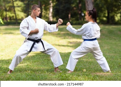 Man and woman practicing zenkutsu dachi stance