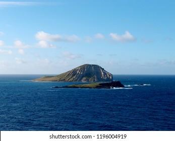 Manana Island and Kaohikaipu Island are located on the Windward side of O'ahu, north of Makapu'u Point. The shape of the island actually resembles a rabbit the island.
