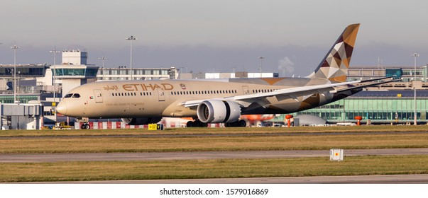 Manchester Airport, England, 3rd December 2019, Etihad Airways passenger aircraft, A6-BLW a Boeing 787 – 9 lands at the airport.