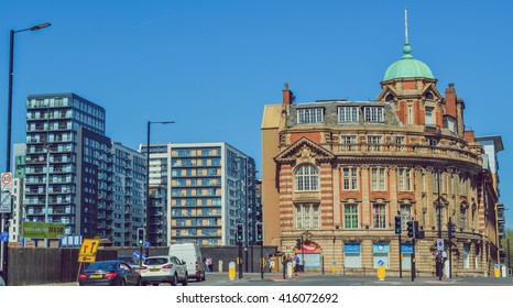 Manchester, The United Kingdom. Architecture contrasts in Manchester. Taken on 2016/04/20