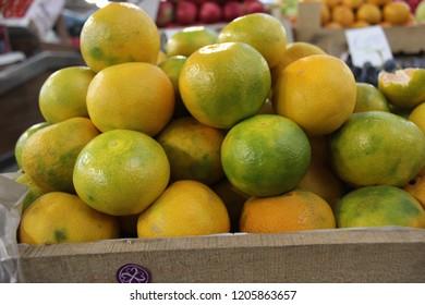 Mandarine oranges at market