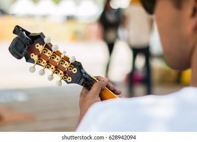 Mandolin musicians are preparing.