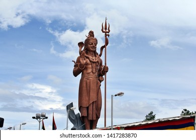 Mangal Mahadev, Shiva sculpture (Murti), 108 feet tall sculpture of the Hindu god Shiva standing with his Trishula (trident) at the entrance of Ganga Talao (Grand Bassin), Mauritius