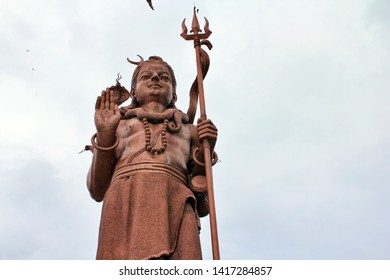 Mangal Mahadev, Shiva sculpture (Murti), 108 feet tall sculpture of the Hindu god Shiva standing with his Trishula (trident) at the entrance of Ganga Talao (Grand Bassin),  Savanne in Mauritius