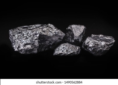 Manganese, is a chemical element, solid at room temperature. It is an external transition metal. Used in alloys mainly in steel and also for the production of piles.
