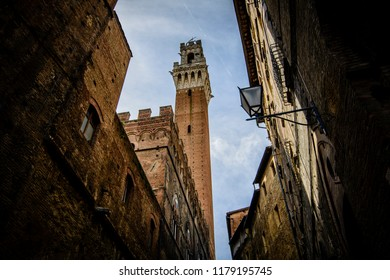 Mangia tower (torre del Mangia) in Piazza del Campo (Campo square), the symbol of Siena, Toscany