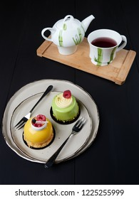 Mango and pistachio cakes, served with a cup of red fruits tea