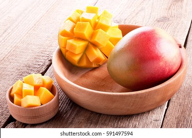 mango sliced in wooden plate