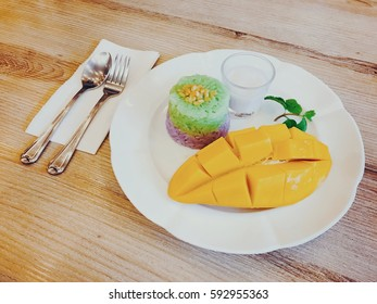 Mango sticky rice and coconut milk sauce