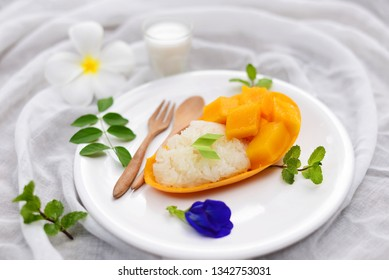 Mango sticky rice,Thai style tropical dessert.