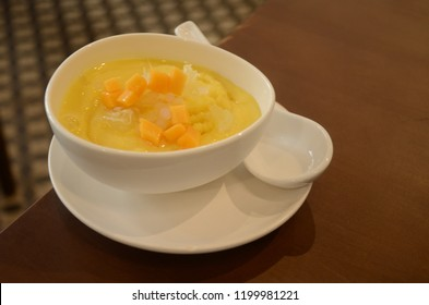 Mango sweet soup with tapioca pearls.