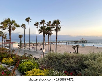 Manhattan Beach, May 21, 2021: People enjoying the sunny day in Manhattan Beach, California. Manhattan Beach is a popular beach town for people from all over the world.
