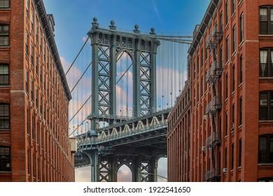 Manhattan bridge with Manhattan city skyline in USA