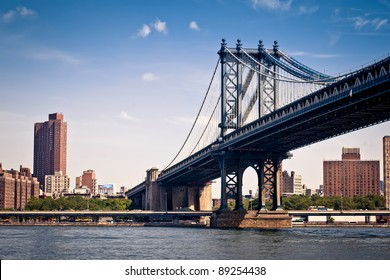 The Manhattan Bridge seen from Brooklyn Bridge Park.
