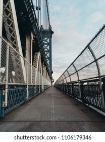 Manhattan bridge walking
