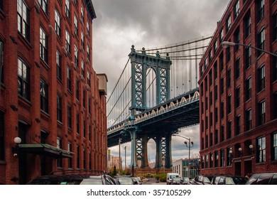 Manhattan bridge from Washington street, Brooklyn, New York, USA