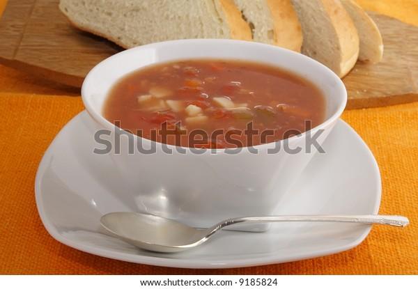 Manhattan clam chowder with fresh bread