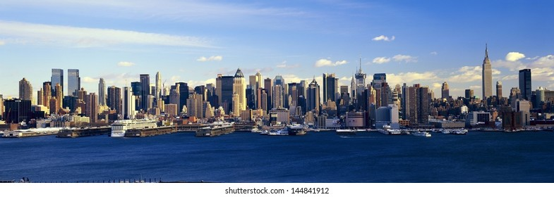 Manhattan with Hudson River and harbor from Weehawken, NJ