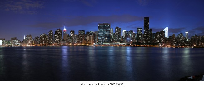 Manhattan panoramic at twilight (very large and detailed file)