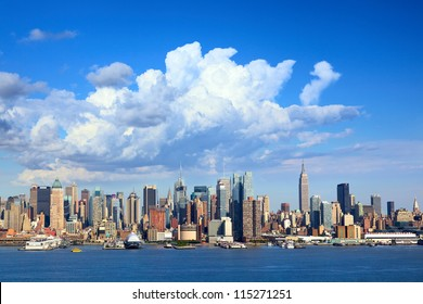 Manhattan skyline with Empire State Building over Hudson River, New York