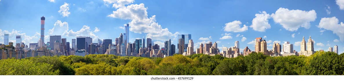 Manhattan skyline panorama with Central Park in New York City