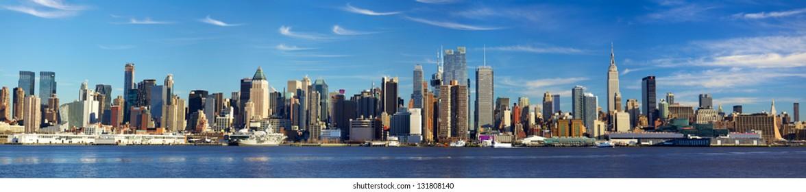 Manhattan skyline panorama with Empire State Building, New York City