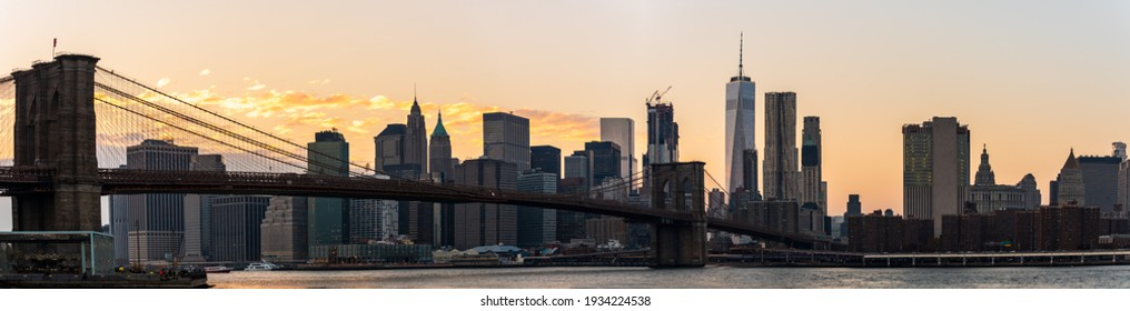 Manhattan Skyscrapers and Brooklyn bridge at dusk in New York, USA