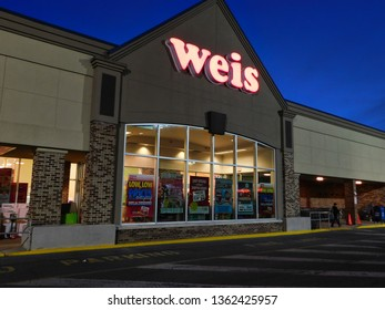 Manheim, Pennsylvania/United States - March 24 2019: Store front of Weis Markets in the evening
