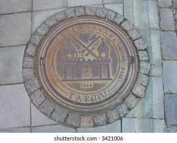 A manhole cover in Tartu