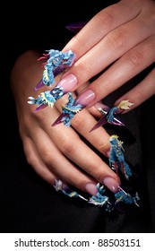Manicure on fingers with a dragon