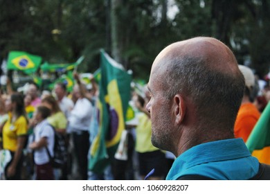 Manifestation against the habeas corpus petition filed by the defense attorneys of former president of Brazil Luiz Inácio Lula da Silva. Criciúma, state of Santa Catarina, Brazil, April 3, 2018.