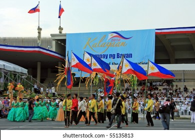 MANILA - JUNE 12: Filipino celebrate The Philippine Independence Day on June 12, 2010 in Manila, Philippines. The Independence Day commemorates the 112th anniversary with parade & exhibitions.