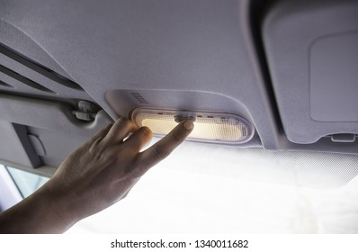 Manipulating the air conditioning, comfort detail in the car