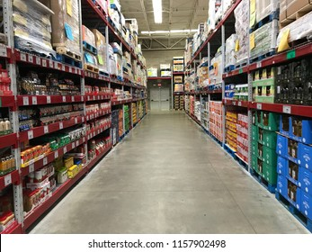 Mankato, MN/USA- April 15, 2018. Empty aisle of a Sam's Club, a membership-only wholesale store which is owned by Walmart. Seasoning and vegetable oil are two things in this aisle.